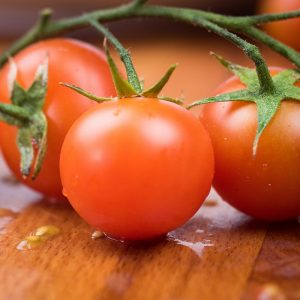 utensílios, tomate, carne y cereal